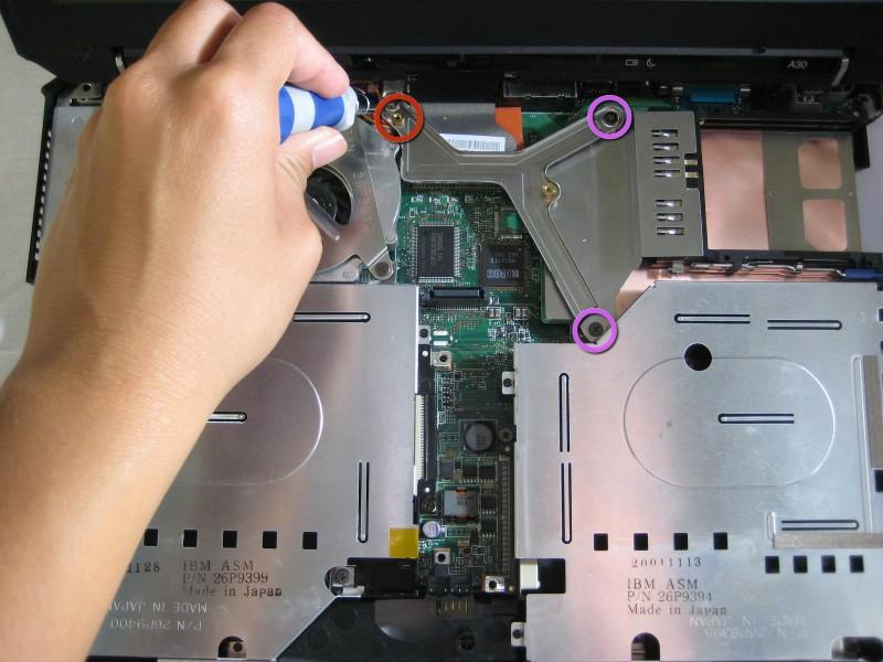 Замена сборки дисплея в ноутбуке IBM ThinkPad A30