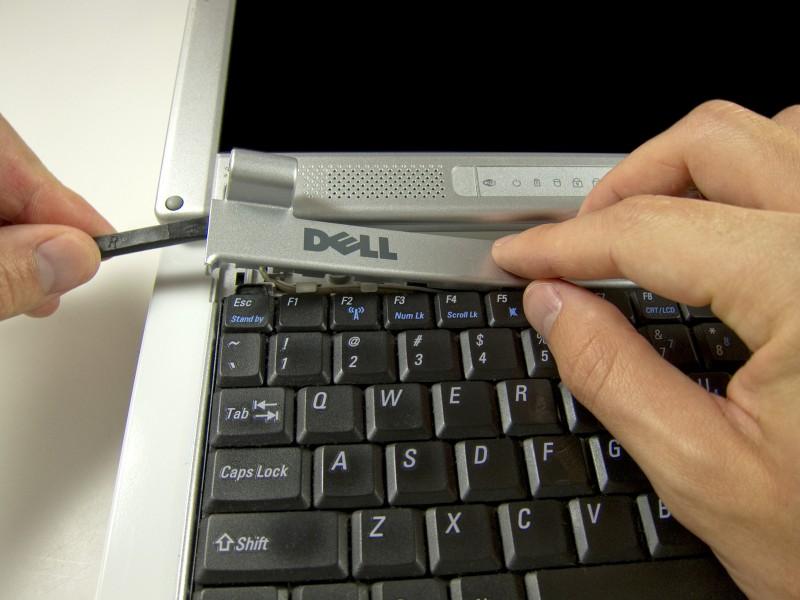 Замена сборки дисплея в ноутбуке Dell Inspiron 700m